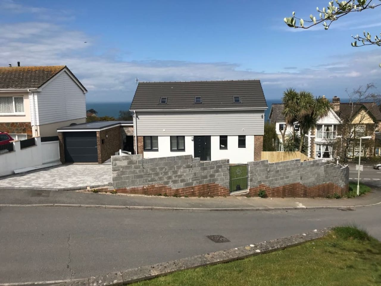 Newly refurbished, 5 bedroom house with private parking for 2  vehicles