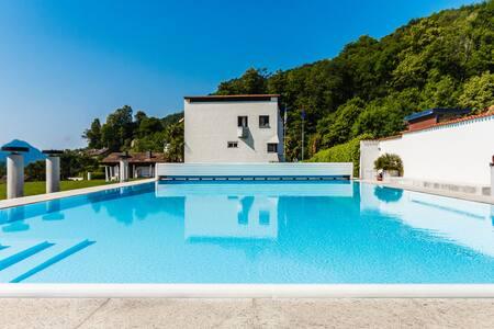 Hübsche Ferienwohnung mit Schwimmbad (mit Hund) - Capriasca - 公寓