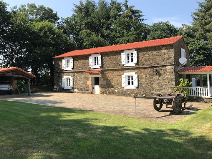 Farmhouse with Heated Pool 35 min from Santiago