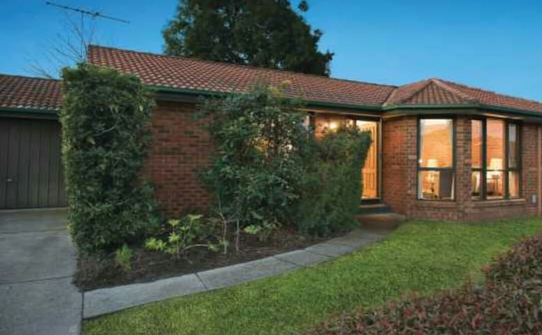 Quiet and Comfortable - Burwood - Casa