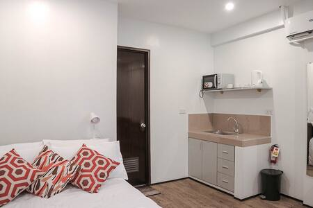 Convenient Travelers Studio Apartment in Makati