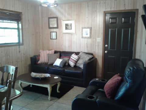 Eagle Watch Cabin, Live w/ the eagles,  nature!