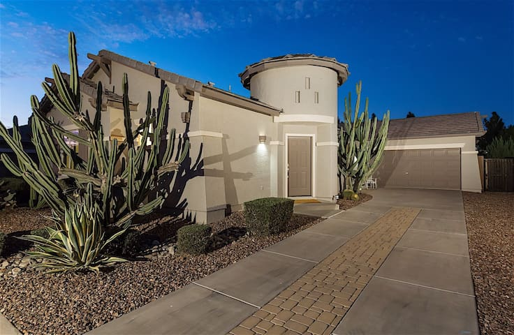 Welcome to Casa de Lagos ~ Wondeful 3BR Home With Heated Pool!