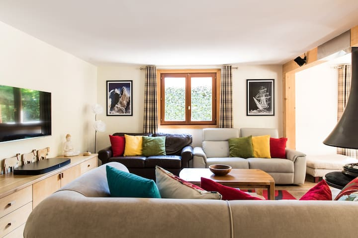 The comfortable sitting area in Chalet Les Favrands