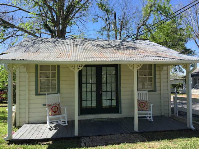 Charming Cottage near Round Top