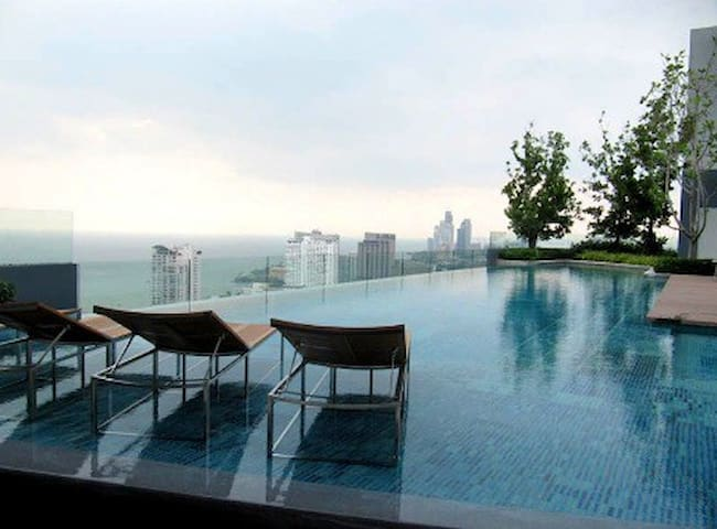 Centric Sea luxury Condo with Panoramic City View - Muang Pattaya - Apartamento