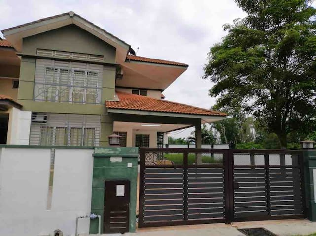 WONG HOLIDAY HOME STAY