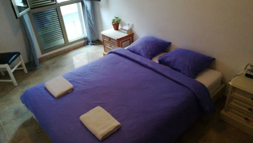Big comfortable room - Los Abrigos - Bed & Breakfast