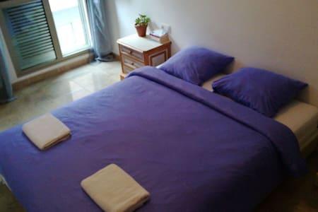 Big comfortable room - Los Abrigos - 住宿加早餐