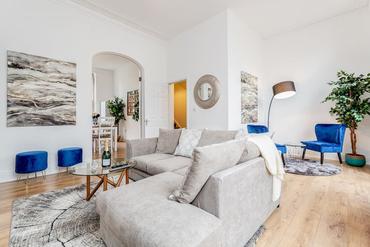 Luxury 4bed home 2min from High Street Ken/Olympia