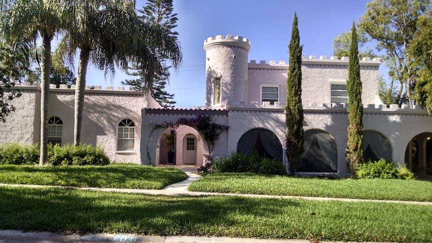 HAVE YOU EVER STAYED IN A CASTLE?   NOW YOU CAN.. - Rockledge - Haus