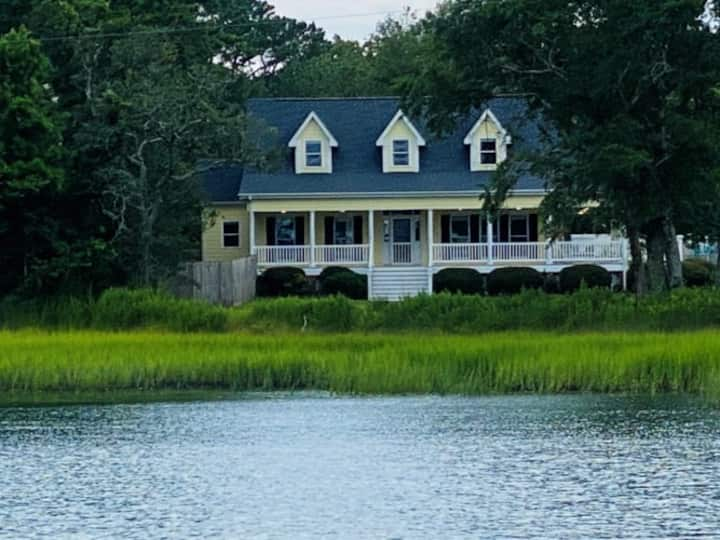 Waterfront Home, 24' boat slip, Location!