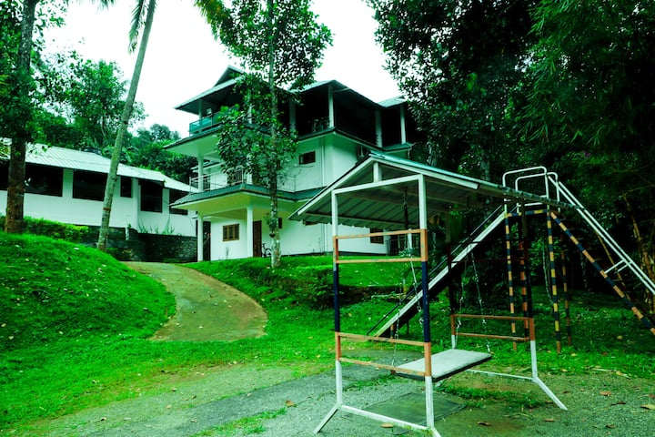 8BHK in Munnar | Hill View | RiverSide | Campfire