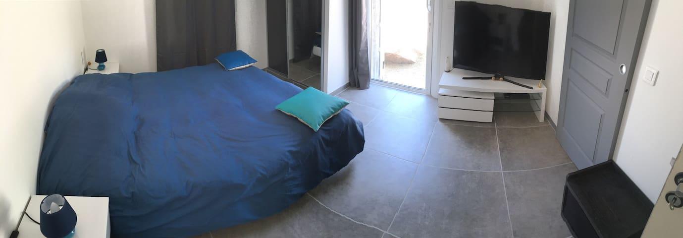 Grande chambre 16m2 + salle de bain - Monacia-d'Aullène