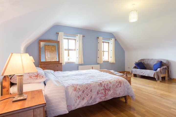 Spacious double room with en- suite
