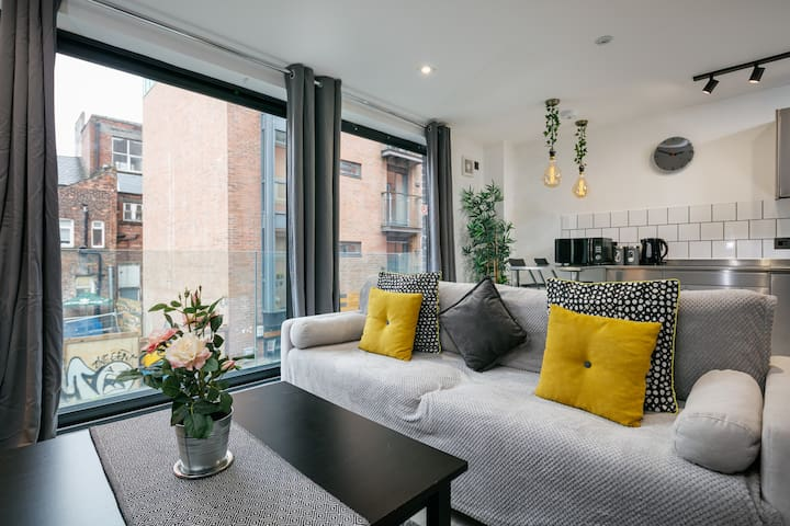 *OPEN* Modern City Apartment with Balcony