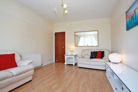 West End 1  Bed Flat in Aberdeen City with parking