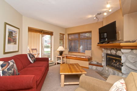 Ski in & Out Cabin in Whistler !! Quiet ground flr - Вистлер - Квартира