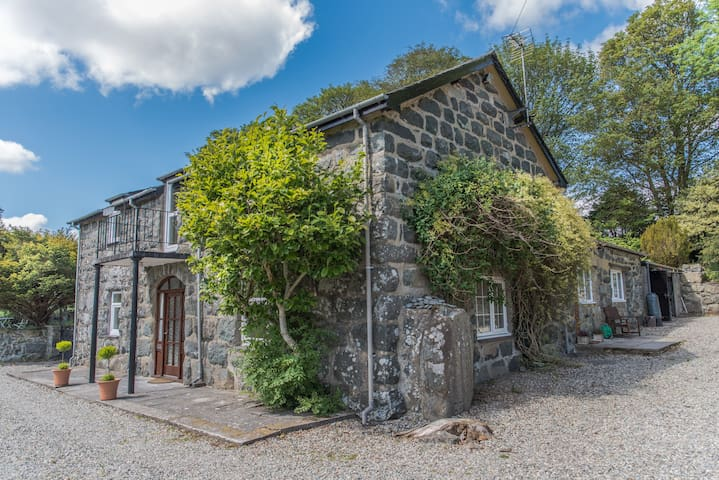 Traditional cottage in beautiful Welsh countryside