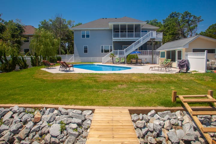 The Tip-sea Parrot: The Tip-Sea Parrot Tropical themed 6 bedroom home on bay w/pool & hot tub