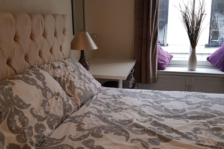 Newly carpeted 01.11.19. New mattress November 2019