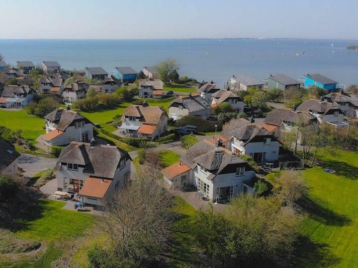 Een luxe en comfortabele IJsselmeer Duinvilla