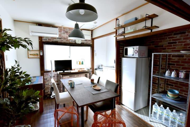 Nishikujo Private House