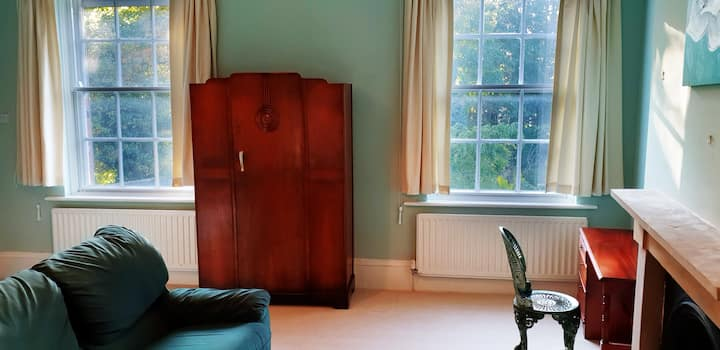 Pine Green Luxury Ensuite City Centre for Three
