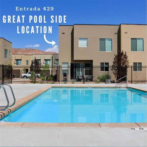 4 Bedroom 3 Bathroom Townhome in Downtown + Poolside End Unit - Entrada at Moab #429