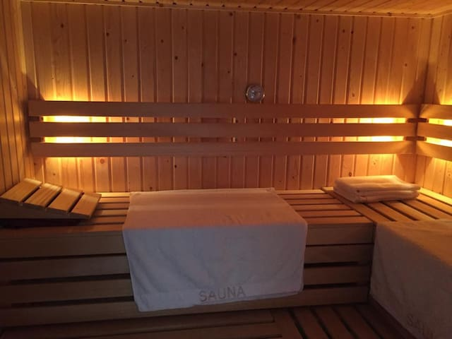 Guesthouse with private sauna and outdoor jacuzzi