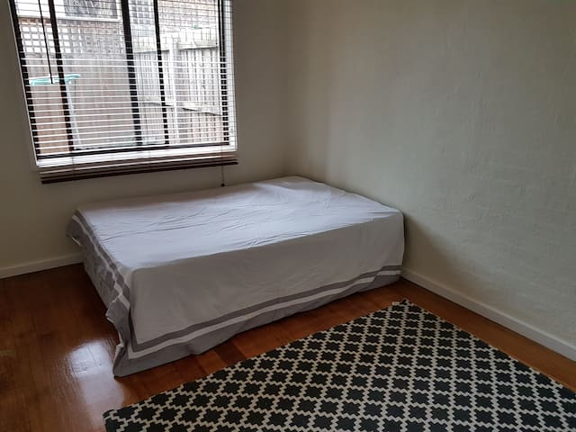 Walk to train station & plaza - Greensborough - Appartement