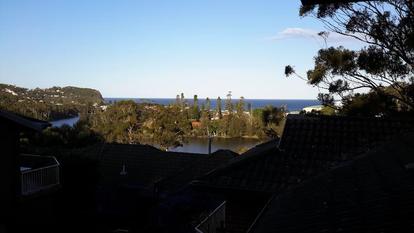 Townhouse with beautiful ocean view - Avoca Beach - Huis