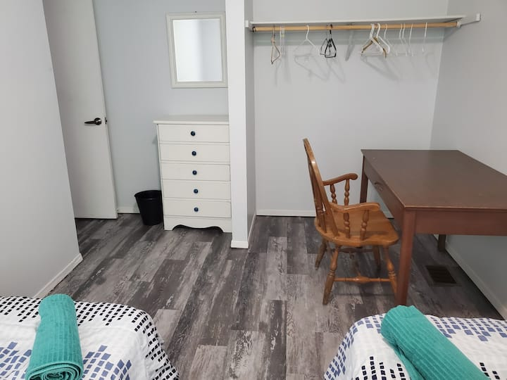 Comfy room near College/highway with 2 beds