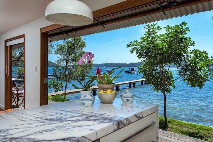Florence Boathouse - luxury waterfront retreat