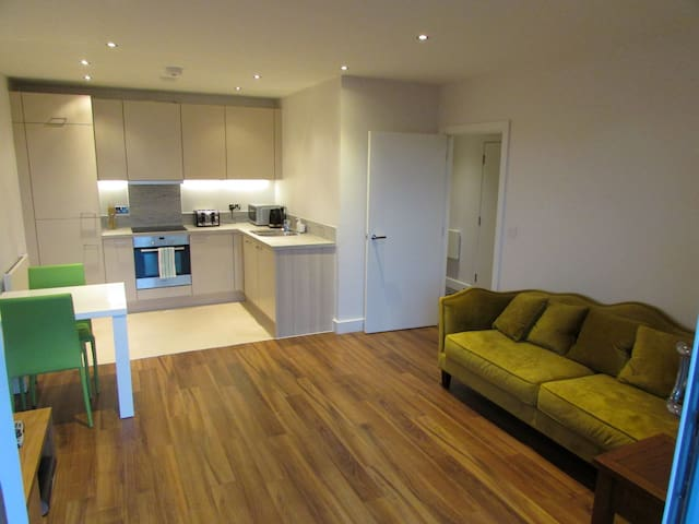 High-spec 1 bed aparthotel in Kennet Island