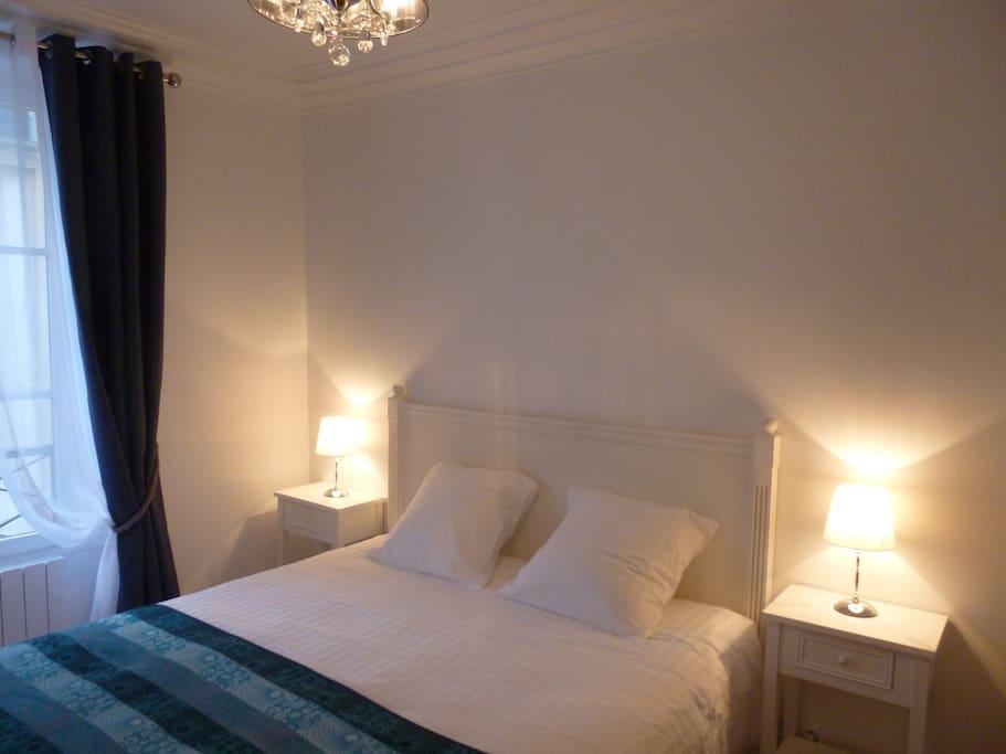 Chambre avec 1 lit queen size