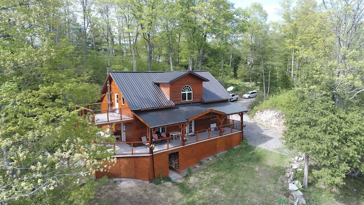 The Frontenac: A Curated Cabin Retreat with Sauna