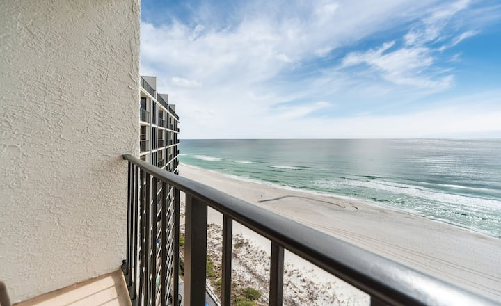 New Listing! High-rise ocean views await you! 11 pools, par-3 golf, Free WiFi!
