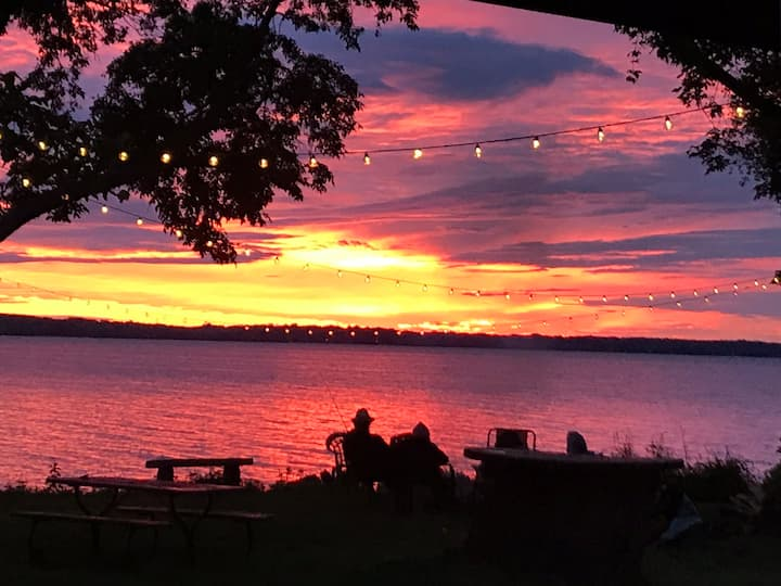 Waterfront Koshkonong Home w/ Amazing Sunsets