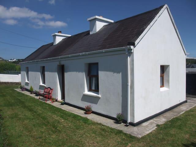 Katie's Cottage - Achill Island - Hus