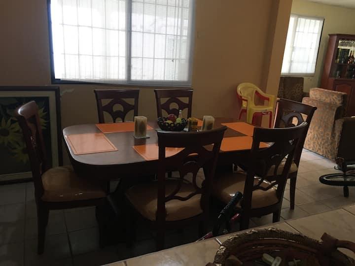 Villa amoblada, amplia, cómoda y familiar