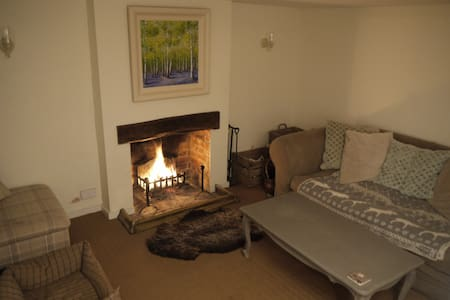 4 Bed Country Cottage opposite pub - Warborough - House