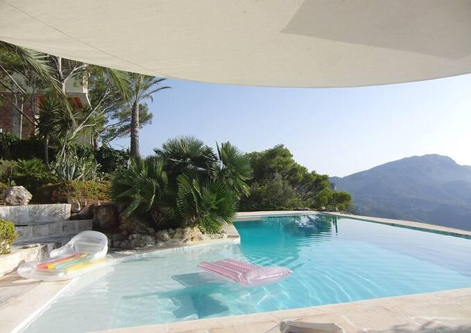 Infinity-Pool  13,75 x 5 m   +   Mosaik-Beach