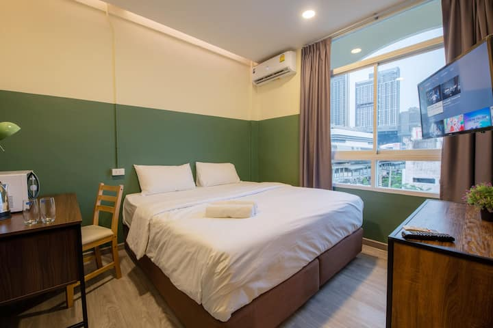 Clean Well-Equipped Bedroom 1min to BTS Pun E11