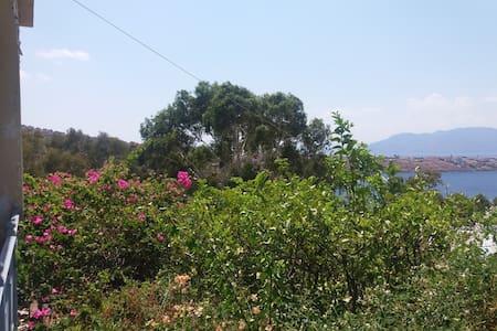 Σπίτι στην Αιγινήτισσα,πάνω από θάλασσα,τέλεια θέα - Nisi