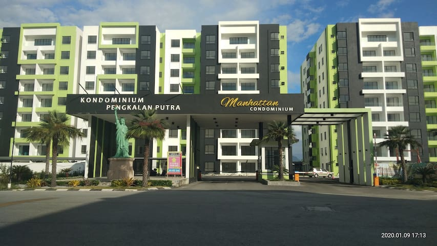 HOMESTAY@condo : kidsWATERPARK +POOL+GYM [3 rooms]