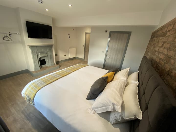 Contemporary King Room in City Centre