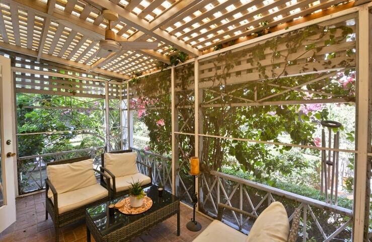 Private, serene 2 story apartment in Beverly Hills