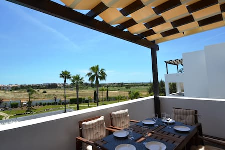 Modern 2 Bed apt 2Km from the Beach - Quarteira