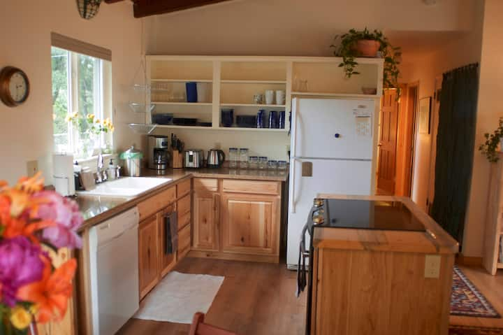 Cozy, sunny, clean 1 BR South Central Boulder home